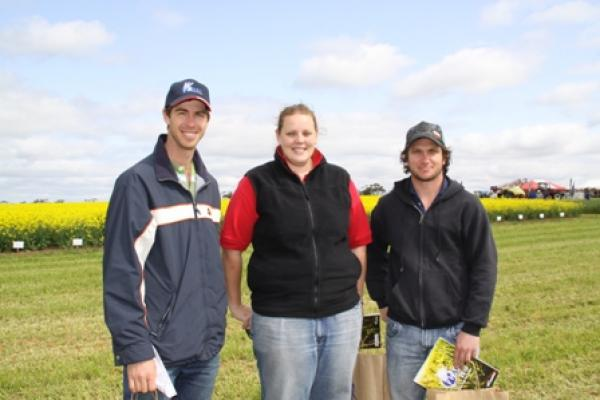 David Cawrse of Mallala catches up with Donna Marks and Ryan Montgomerie from the University of Adelaide Barley Improvement Program at the Hart Field Day