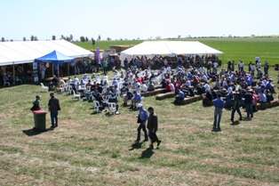 Lunch crowd begin to gather at Hart Field Day 2010